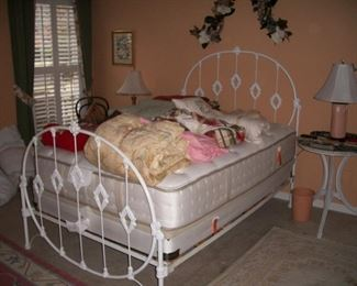 White iron full size bed