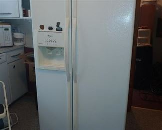 WHIRLPOOL 25.4 CU. FT SIDE BY SIDE FRIG WITH ICE & WATER ON DOOR.
