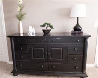 Cape Cod Style 8 Drawer Dresser