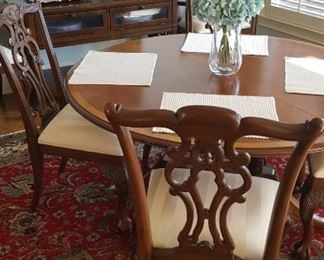 Round table & 6 chairs