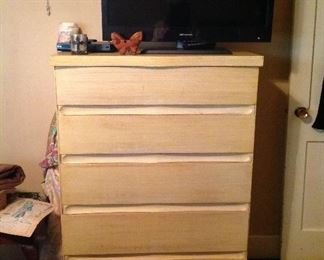 Mid century modern chest of drawer ( part of a bedroom set)