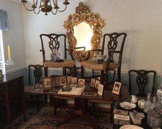 Beautiful mahogany dinningroom table