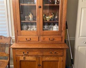 Really nice Oak cupboard.