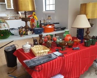 Lamps, kindle, colored glassware and lamps. Vintage salad bowl set, Rachel Ray Casserole dish.