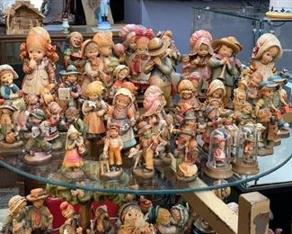 Anri carved figures