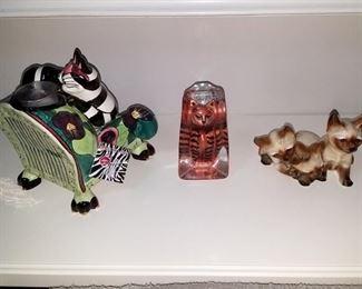 SWAK Lynda Cornielle Cheshire cat (left), Cat figurines
