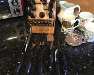 Cut out knife set with knife block