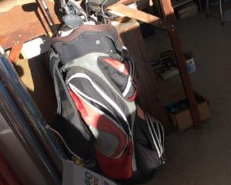 Set golf clubs in bag with rain guard