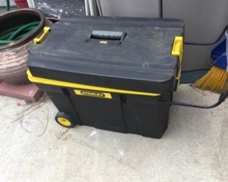 Stanley deluxe rolling tool chest with two inner trays