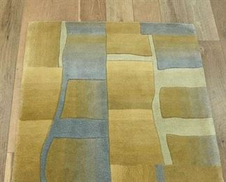 Handmade Gold & Silver Geometric Pattern Area Rug