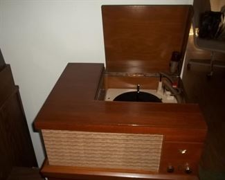working vintage record player-really nice!