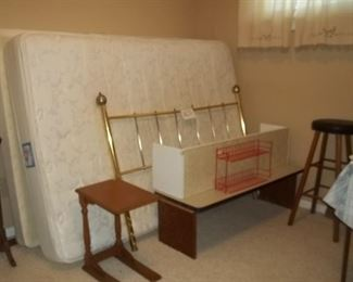 another nice bed set with brass headboard