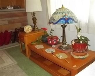 oak coffee table and oak end table and tiffany style lamp