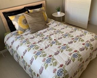 Queen Bed Complete Mattress/Boxspring/Frame/Headboard27x60x82inHxWxD