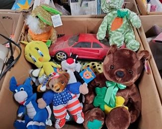 Beanie Babies, Looney Toone Stuffed Animals and More Includes assorted stuffed animals, toy, battery powered am/fm radios and more