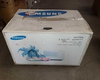 Samsung Microwave Oven - New in Box Samsung Microwave Oven Brand New In Box
