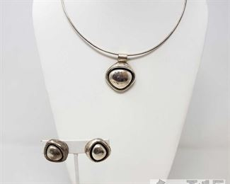 .925 Sterling Silver Necklace and Earrings Weighs Approx 49.5g .925 Sterling Silver Necklace and Earrings Weighs Approx 49.5g