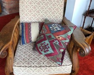 Morris chair in excellent condition with beautiful pillows.