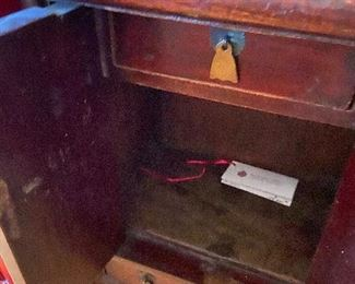 interior of Kang cabinet