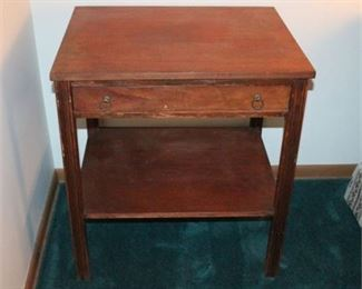 Lot 008 Vintage Sligh Mahogany Side Table
