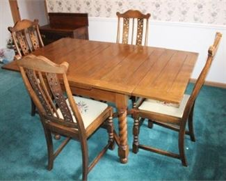 Lot 020 Dining Room Table & Chairs