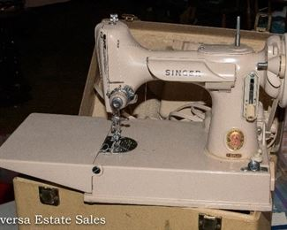 Singer Featherweight - Beige/Tan Sewing Machine