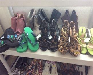 Lightly worn ladies shoes