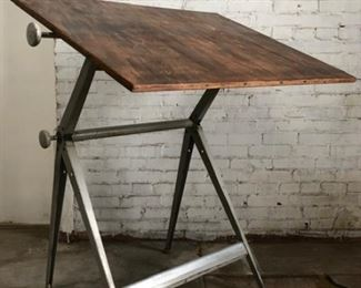 Ahrend de Cirkel Drafting Table
