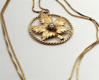 A Jewelry Gold Diamond Leaf Necklace