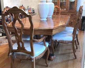 Dining Room table w/2 leaves and 6 Chairs