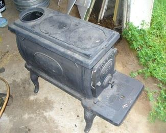 Cast Iron Box King no.26 wood burning stove in unused condition. Made in Alabama