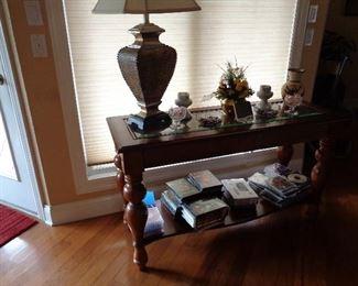 sofa table, many lamps