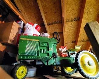 Cast Iron John Deere Pedal Car / Tractor