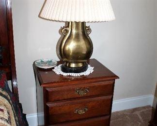Nighstand (2), brass lamps (2)