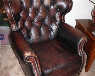 "#2 - Pair of Comfort Design ""Marquis"" Leather Recliner Chairs"