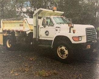 1997 Ford Dump Truck w/hydraulic dump, 11'plow & spreader.  24K miles, VIN 1FDY8OE4VVA164445  DIESEL