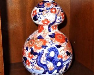 Imari double gourd vase; late 19th C.