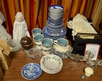 Blue Willow china Japan; Pfaltzgraff cups & saucers
