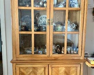 Hutch / cabina cabinet filled