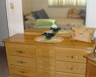 """MID-CENTURY """"ASH"""" MADE BY L.A. PERIOD FURNITURE CO. - WE HAVE THE MATCHING HEADBOARD/BED (SEE NEXT PICTURE). BOTH IN EXCELLENT CONDITION!"""
