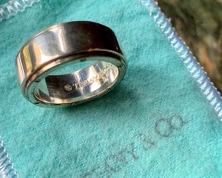$170 Tiffany metropolis wide band ring Sterling Silver Approx size 8
