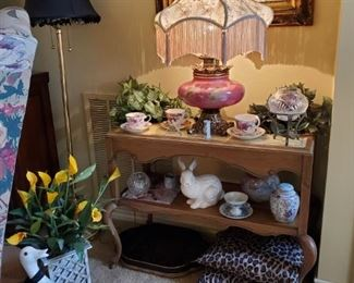 VICTORIAN LAMP ON FRENCH STYLE TABLE