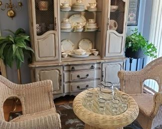 FRENCH STYLE CHALK PAINTED HUTCH