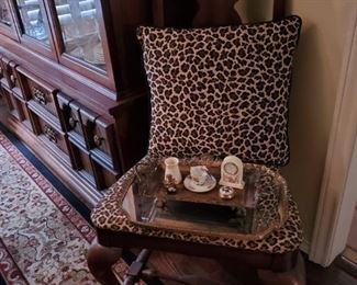 ANTIQUE HEART BACK SIDE CHAIR