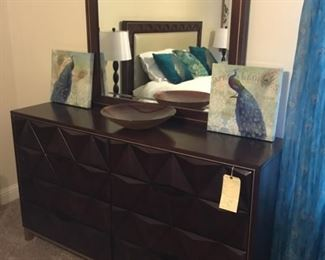 Dresser with 8 drawers and mirror