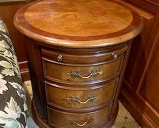 Side barrel table in great condition $350