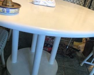 Table and 4chairs$ 40.00