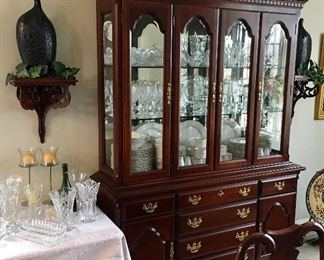 NICE CLEAN CHERRY CHINA CABINET