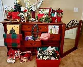 10 drawer dresser with mirror; Christmas Decorations