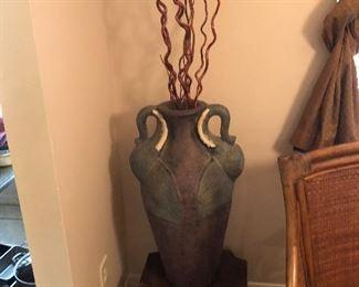 Floor urn